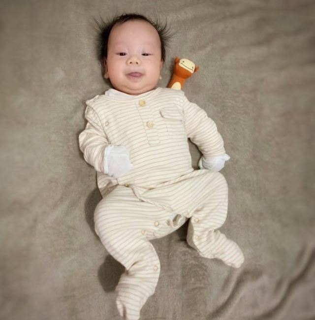 海膽仔表示非常滿意💛baby Lam loves #thepetitsoldierhk long sleeve body gown so much.  #organiccotton #thepetitsoldier #thepetitsoldierhk #organicbabyclothes #organicbaby #primarycotton #organicswaddle #organicbody #organickids #newborn #新生兒禮物 #hkgift #xmasgifthk #hkxmasgift #xmasbabygiftset #babygiftsethk #hkbabyboy #hkbaby #hkmamablogger #hkmami